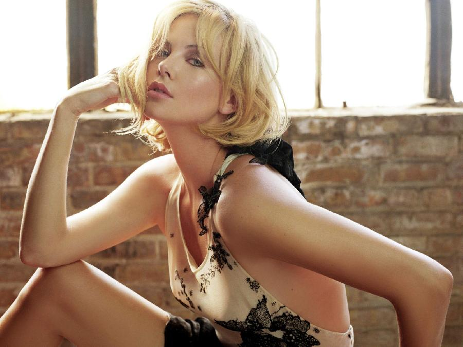 Gallery with beautiful Charlize Theron - 13