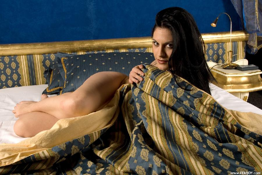 Demonic girl on a bed - Alessandra - 5