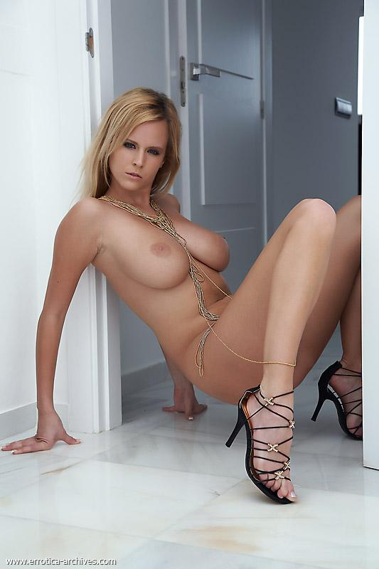 heels Naked high busty blonde