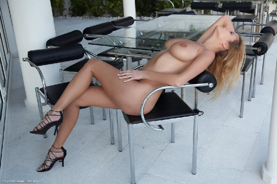 Blonde babe and her most audacious poses - Raylene - 10