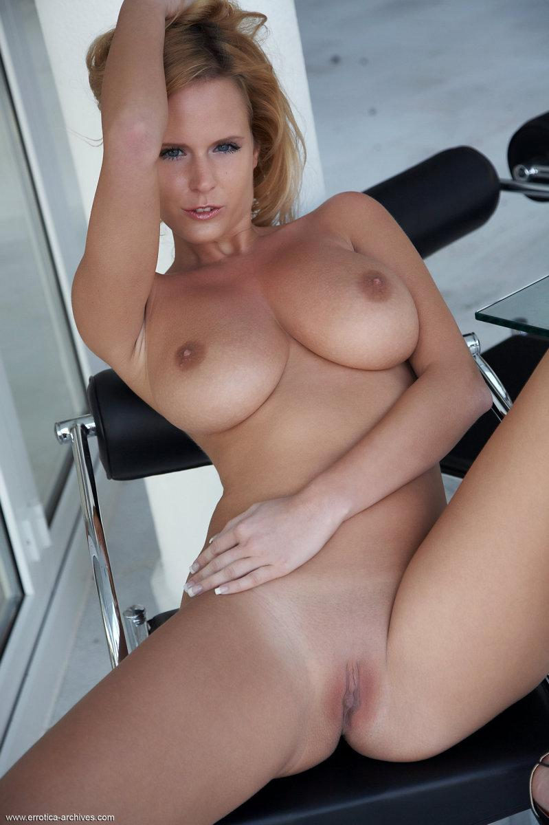 Blonde babe and her most audacious poses - Raylene - 3