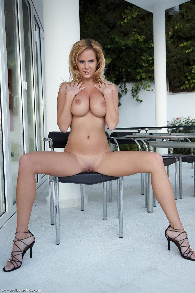 Blonde babe and her most audacious poses - Raylene - 4
