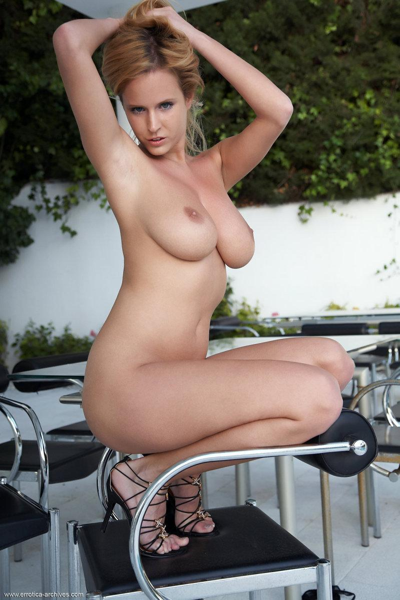 Blonde babe and her most audacious poses - Raylene - 7
