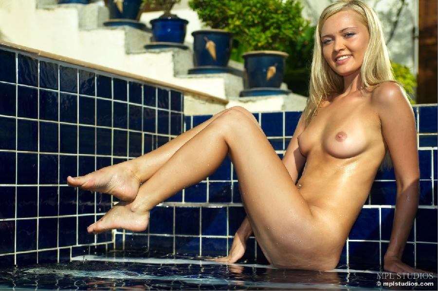 Wet session with gorgeous blonde - Monika - 7