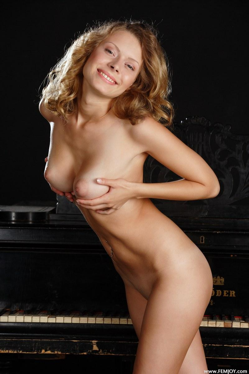 Woman and her natural beauty - Anne P - 8
