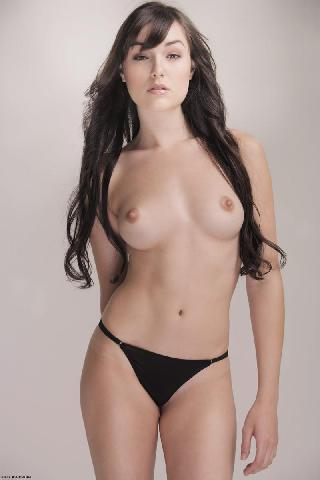 Sasha Grey shows her stunning beauty