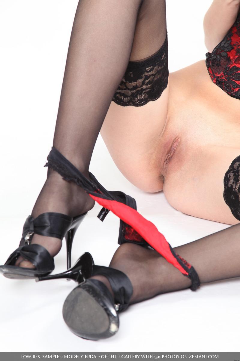 Wild blonde in sexy lingerie - Gerda - 8