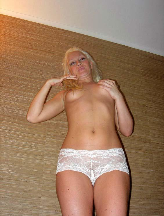 Blonde woman with pretty pussy - 2