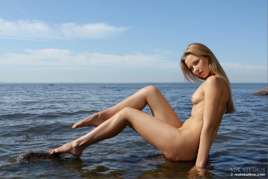 Wild blonde in nature landscape - Artisa - 10