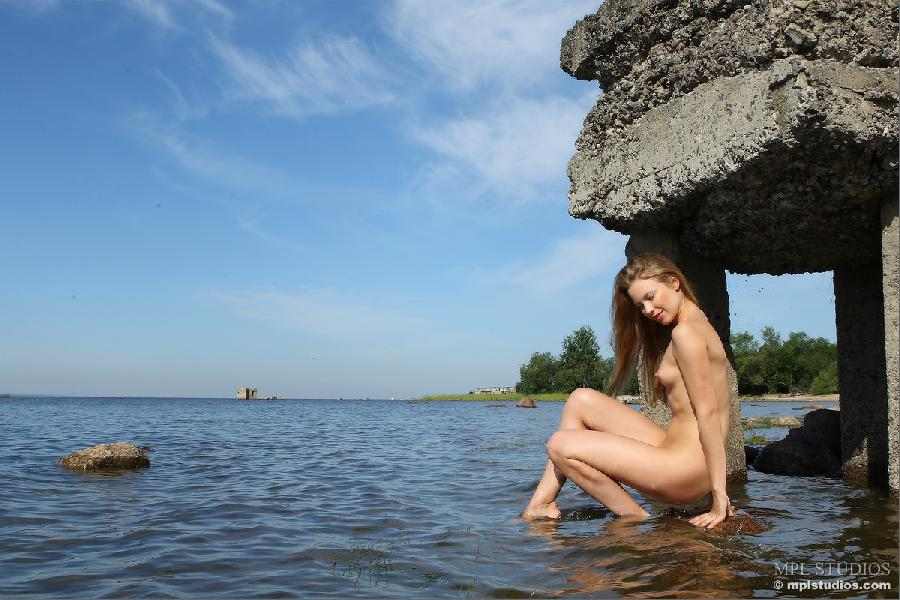 Wild blonde in nature landscape - Artisa - 6