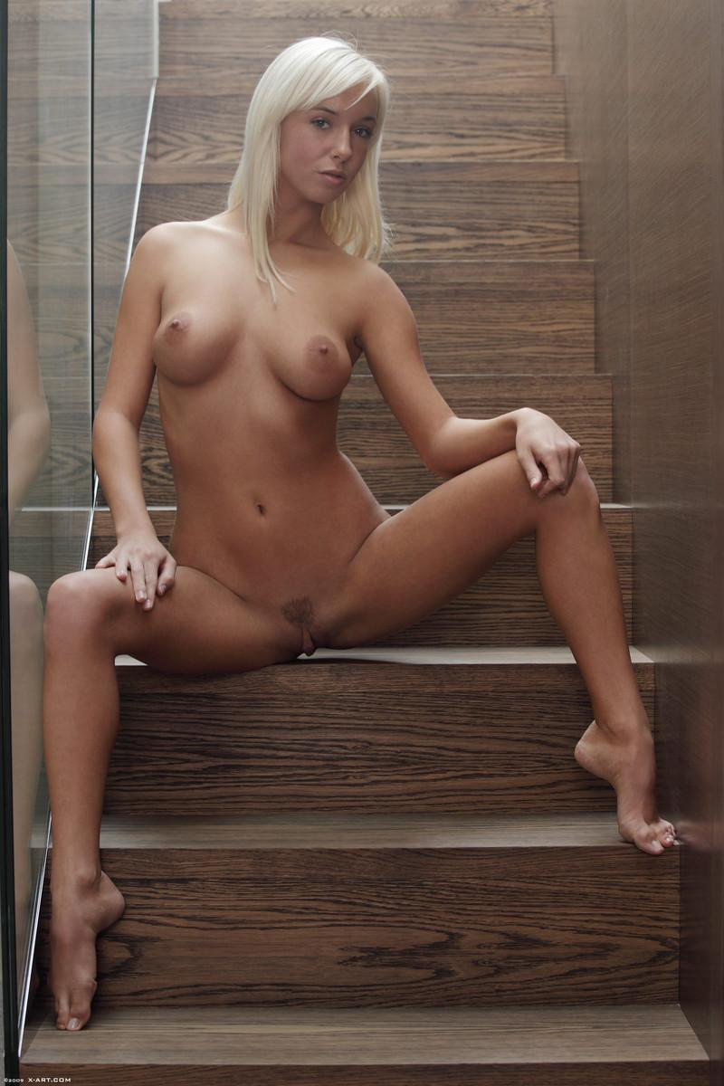 Blonde seductress with perfect body - Megan - 3