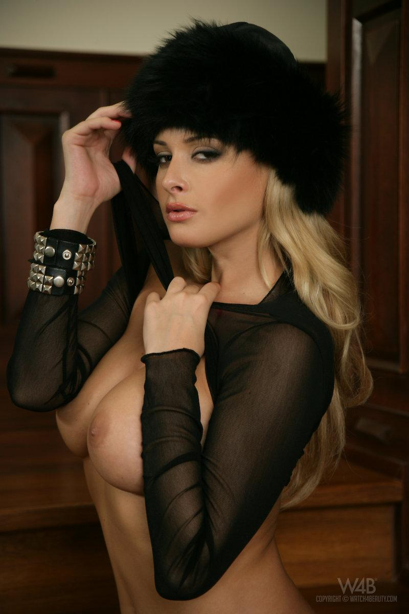 Fantastic chick in sexy black - Zdenka Podkapova  - 9