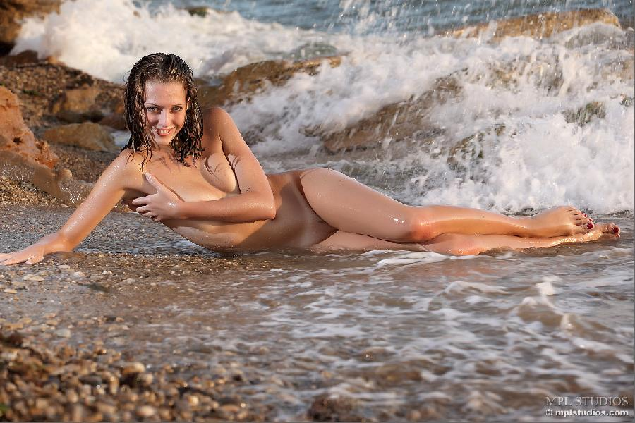 Blue-eyed lady in wet session - Tamara - 10