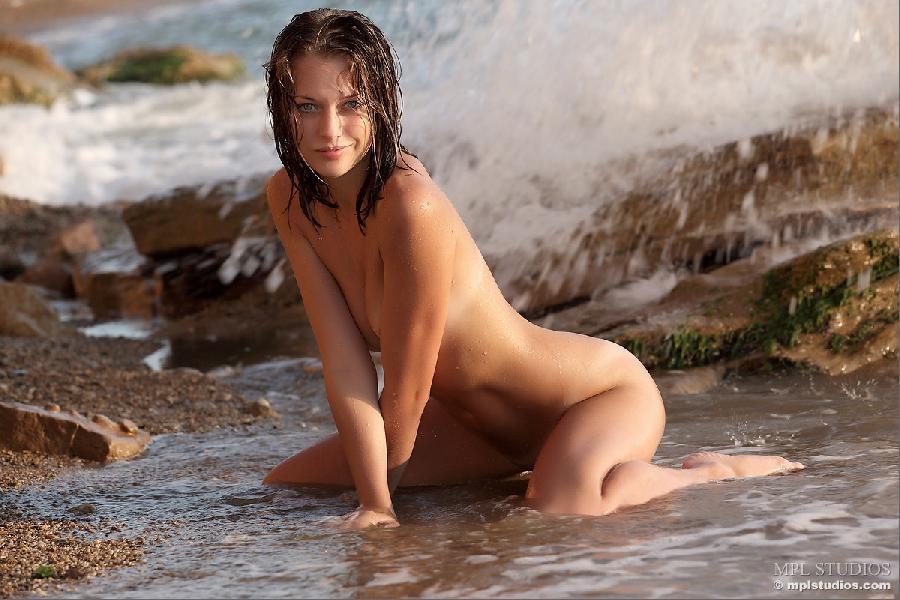 Blue-eyed lady in wet session - Tamara - 7