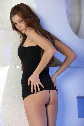 Young girl strips sexy black dress - Belle