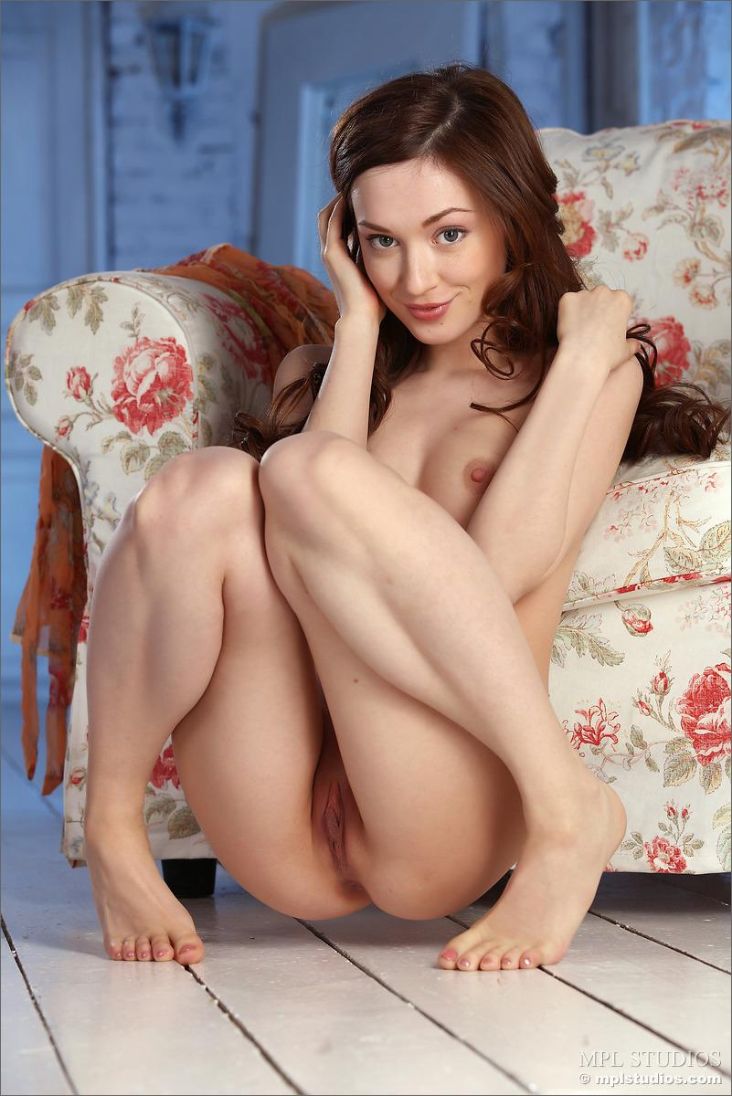 Cute girl on armchair - Vicca - 5