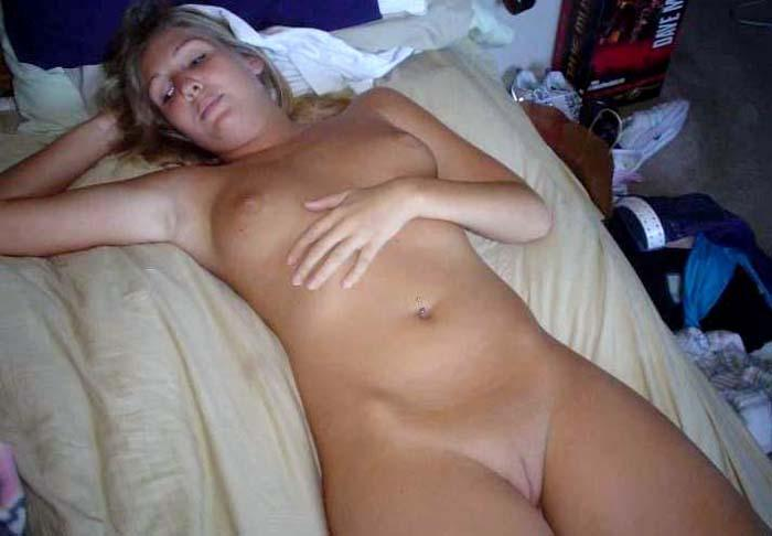 Pretty blonde amateur with nice pussy - 3