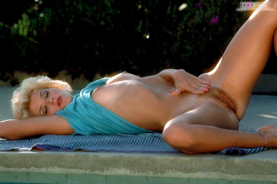 Hot model with old hair-style - Ginger Lynn - 11