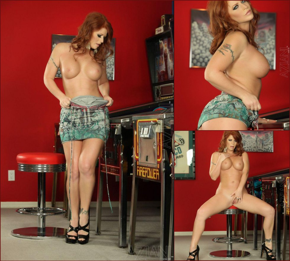 Real redhead with nice body - Sara Leona - 47