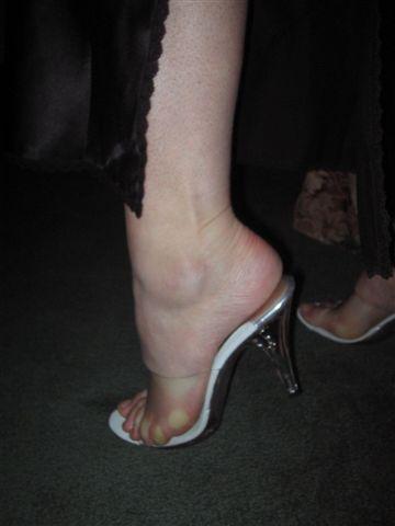 Sexy milfy feet in heels 2
