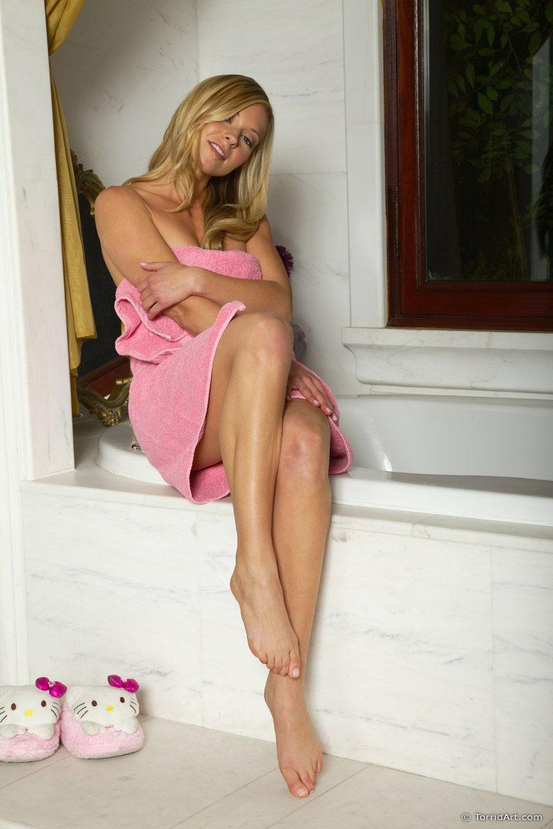 Blonde Lena and her pink towel - 1