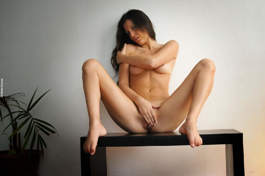 Sweet session with naked brunette - Emily - 1