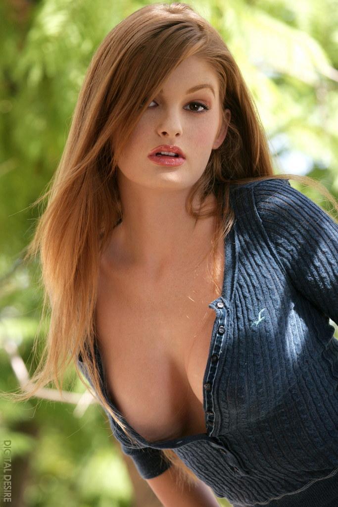 Redhead with hand in panties - Faye Reagan - 5
