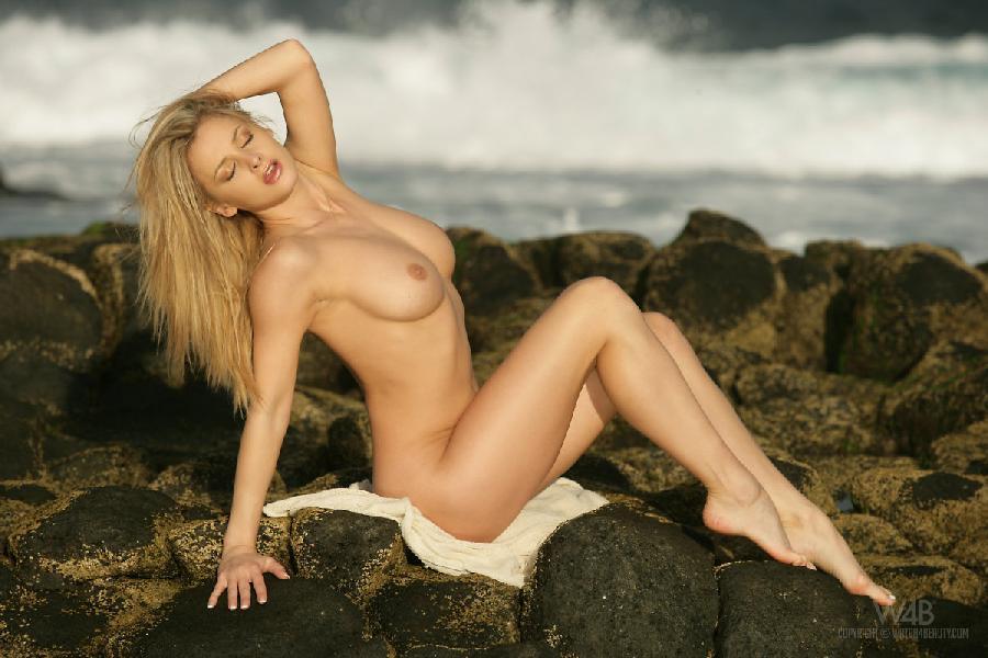 Amazing blonde at the seaside - Zdenka Podkapova - 6