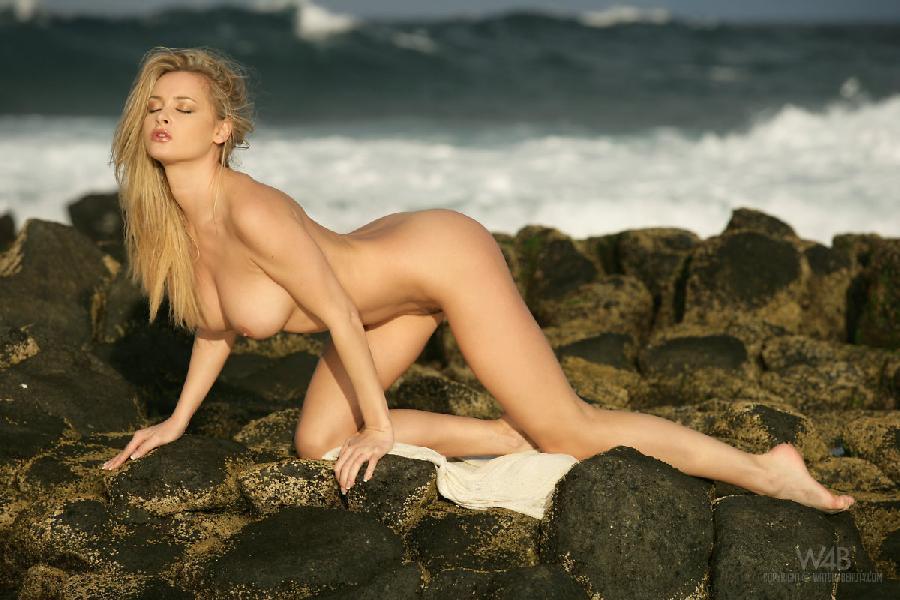 Amazing blonde at the seaside - Zdenka Podkapova - 7