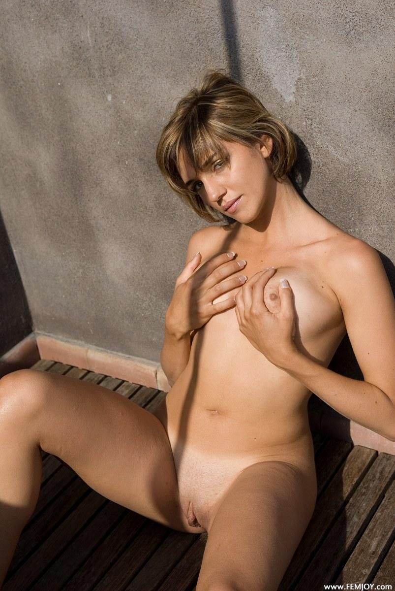 Naked blonde with short hair - Vittoria - 10