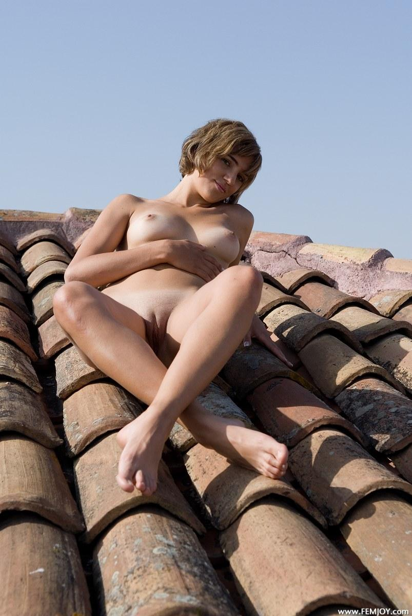 Naked blonde with short hair - Vittoria - 12
