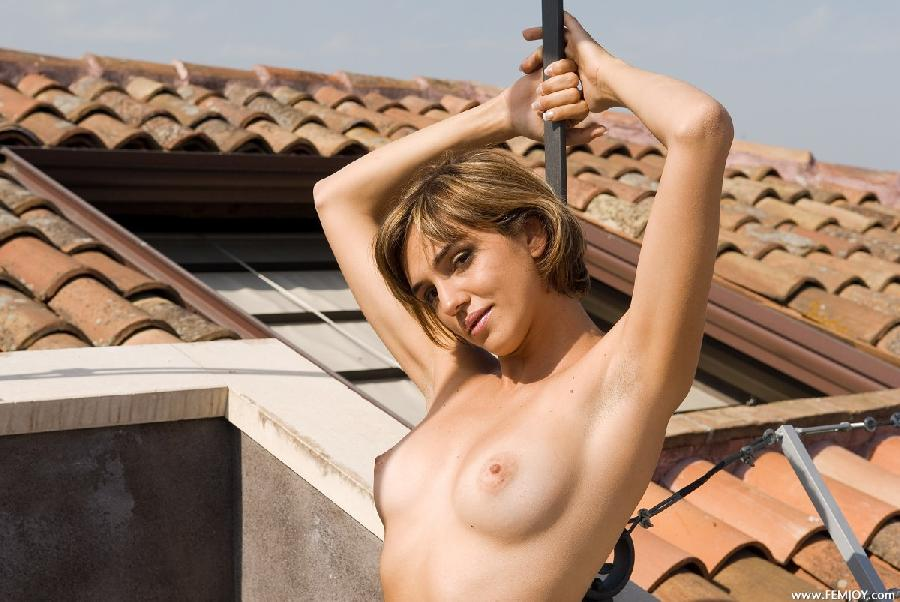 Naked blonde with short hair - Vittoria - 7