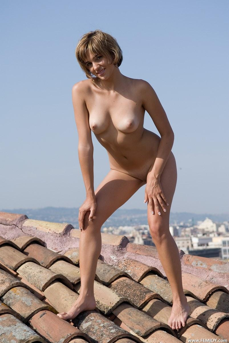 Naked blonde with short hair - Vittoria - 8