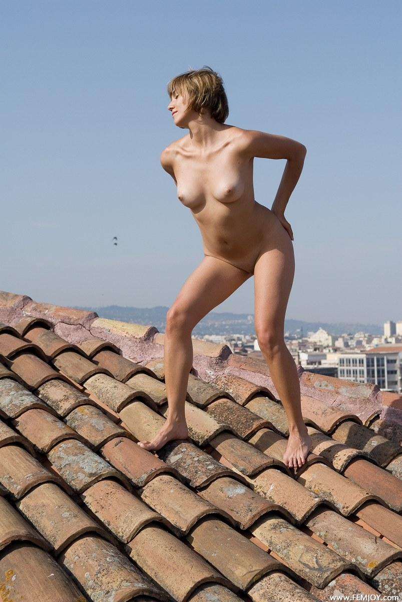 Naked blonde with short hair - Vittoria - 9