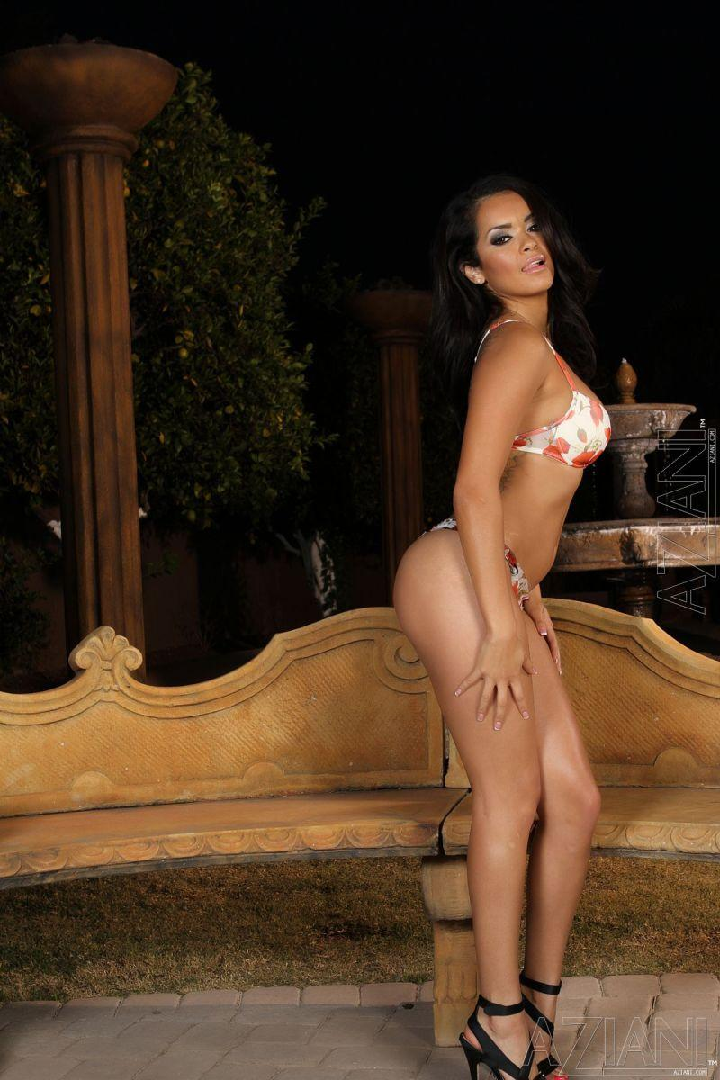 Stunning latina strips her underwear - Daisy Marie - 1