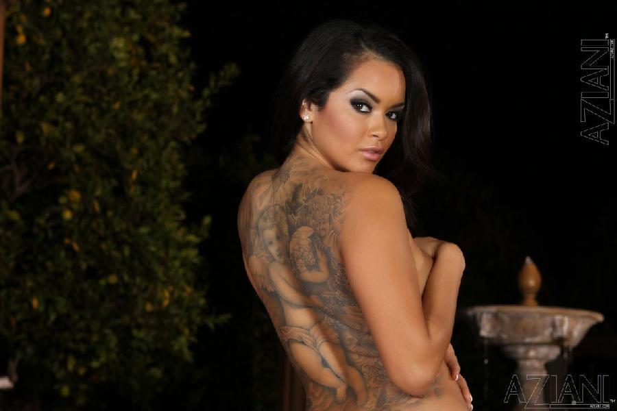 Stunning latina strips her underwear - Daisy Marie - 6
