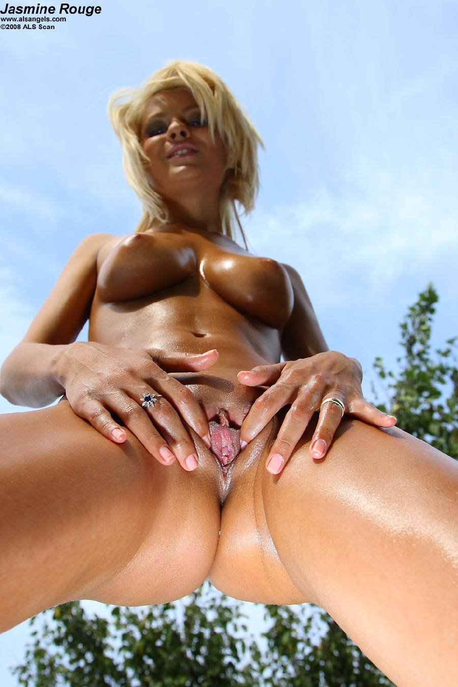 Blue-eyed blonde with glossy body - Jasmine Rouge - 7