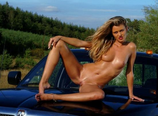 a on naked girl Sexy car