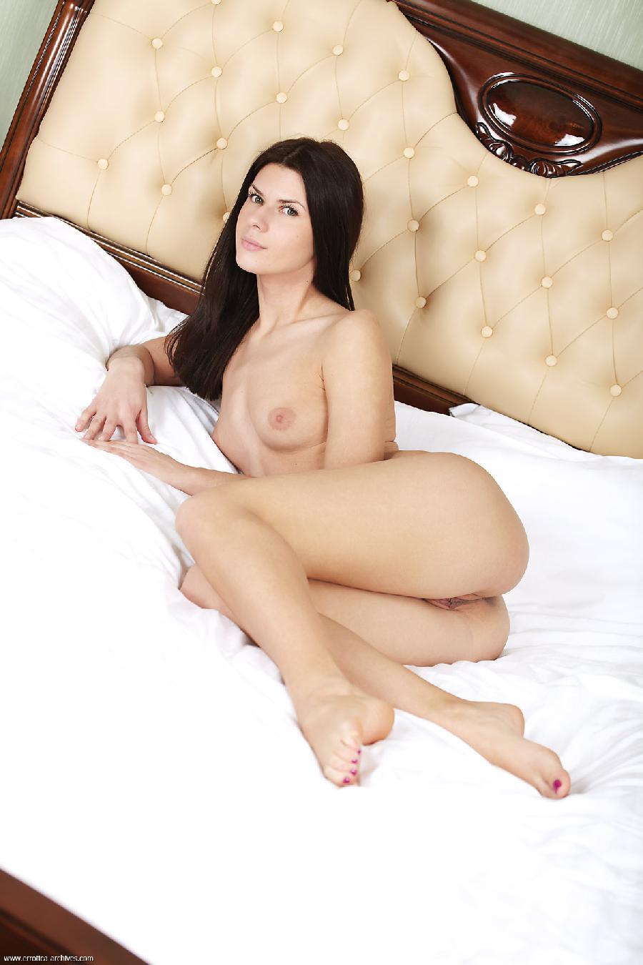 Gerda likes sleep naked - 5