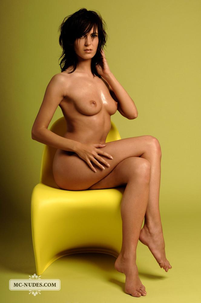 Session on yellow chair - Estella - 9