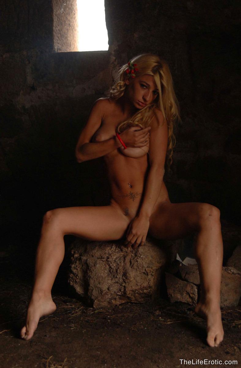 Blonde with nice ass - Aldana - 2
