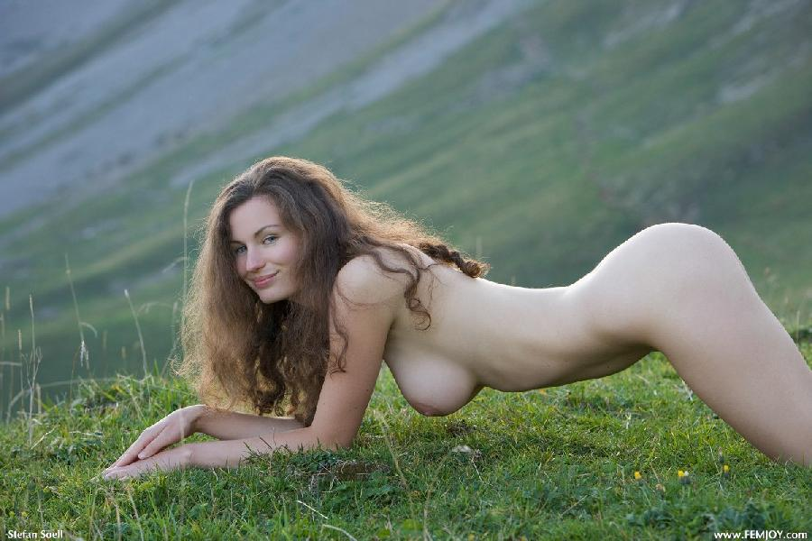 Blue-eyed Susann naked in mountains - 10