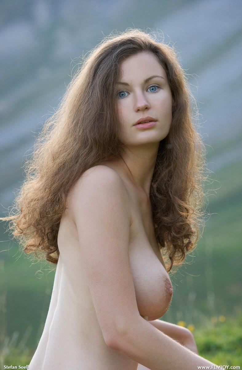 Blue-eyed Susann naked in mountains - 11