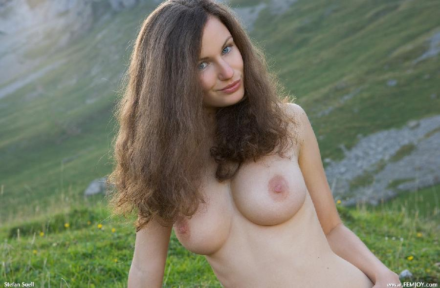 Blue-eyed Susann naked in mountains - 12