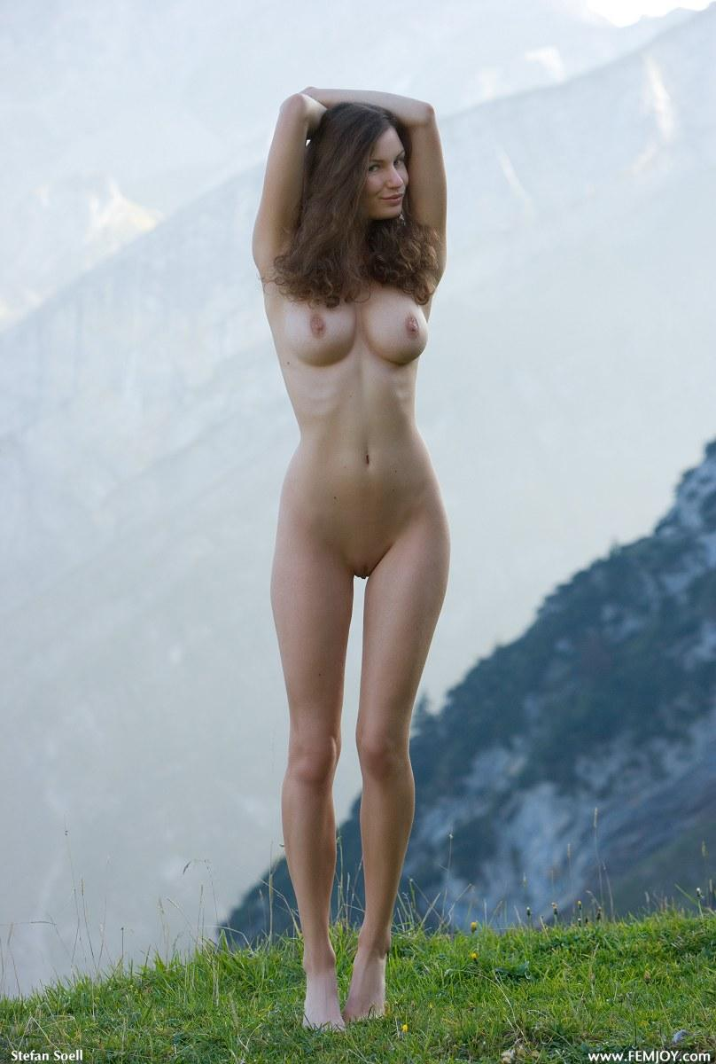 Blue-eyed Susann naked in mountains - 2