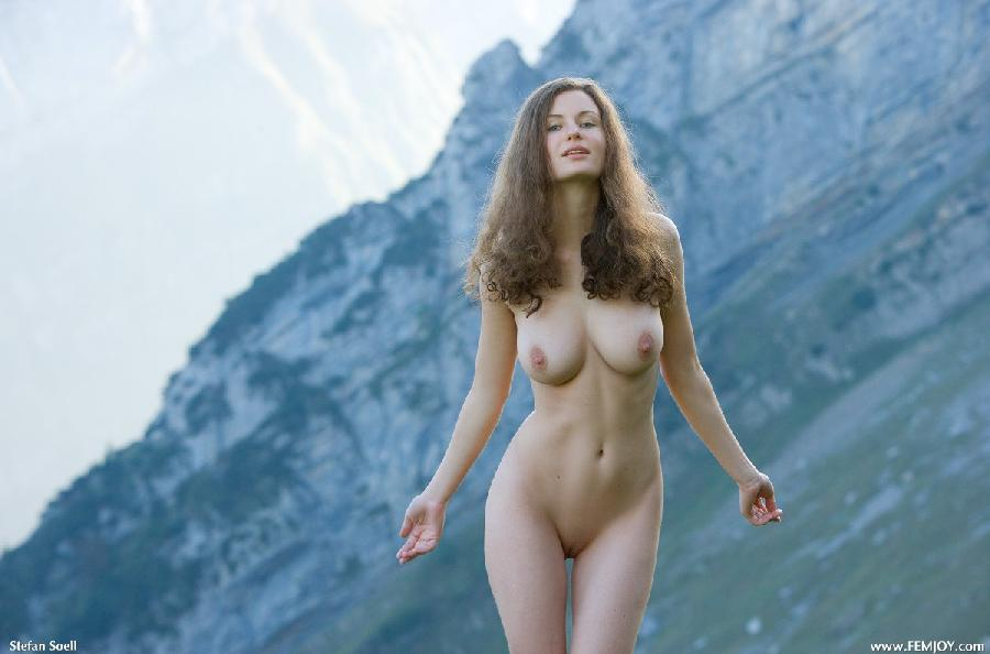 Blue-eyed Susann naked in mountains - 3