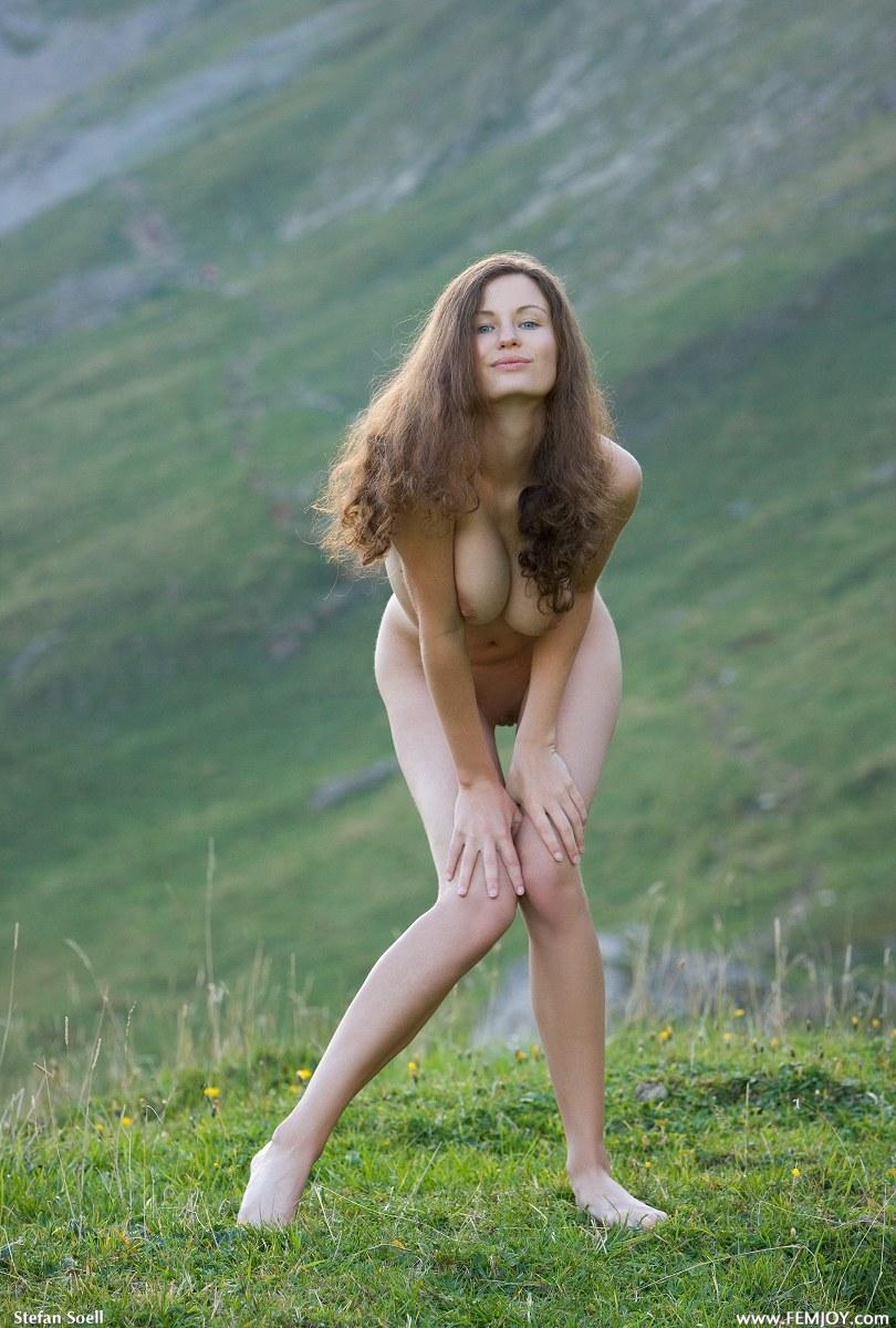 Blue-eyed Susann naked in mountains - 4