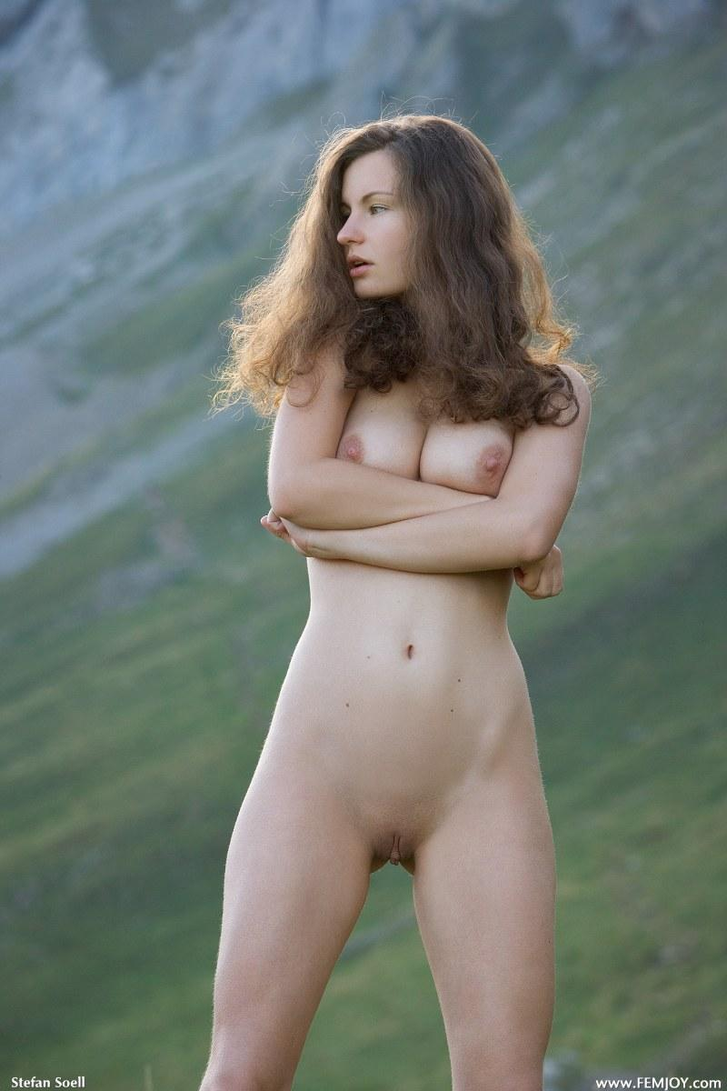 Blue-eyed Susann naked in mountains - 6