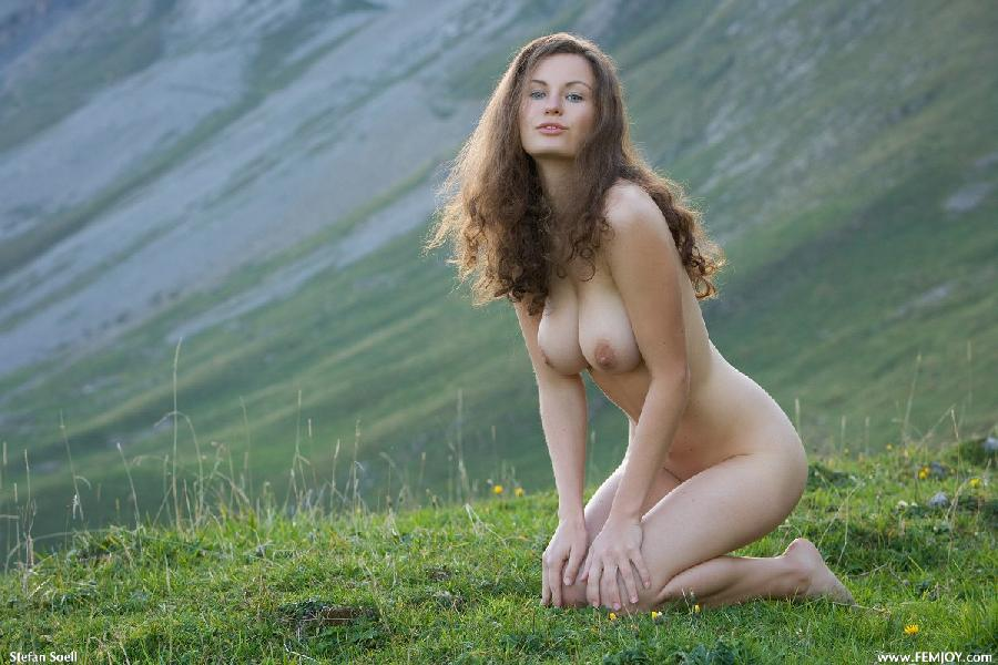 Blue-eyed Susann naked in mountains - 9