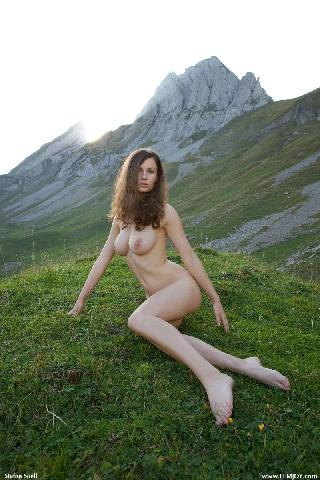 Blue-eyed Susann naked in mountains